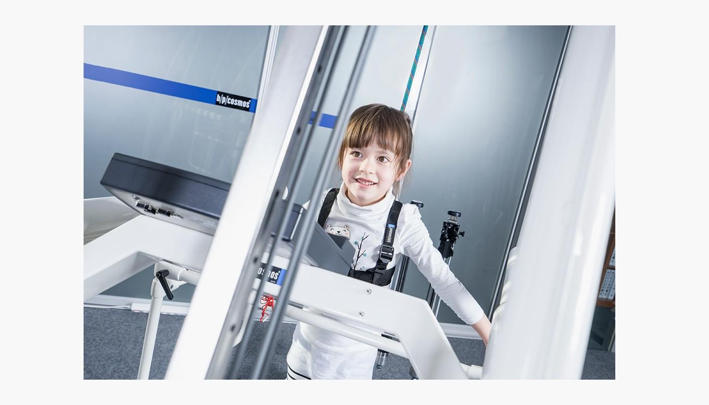 h/p/cosmos Laufband pluto med mit Kinderhandlauf & robowalk expander